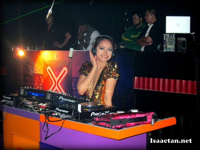 Missed out on the other DJs early in the night, but here's more of DJ Yasmin!