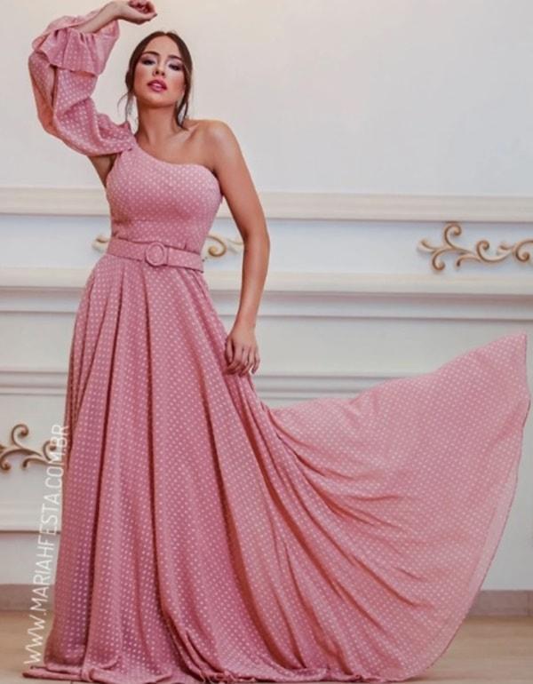 vestido longo em poás rose de um ombro só com cinto