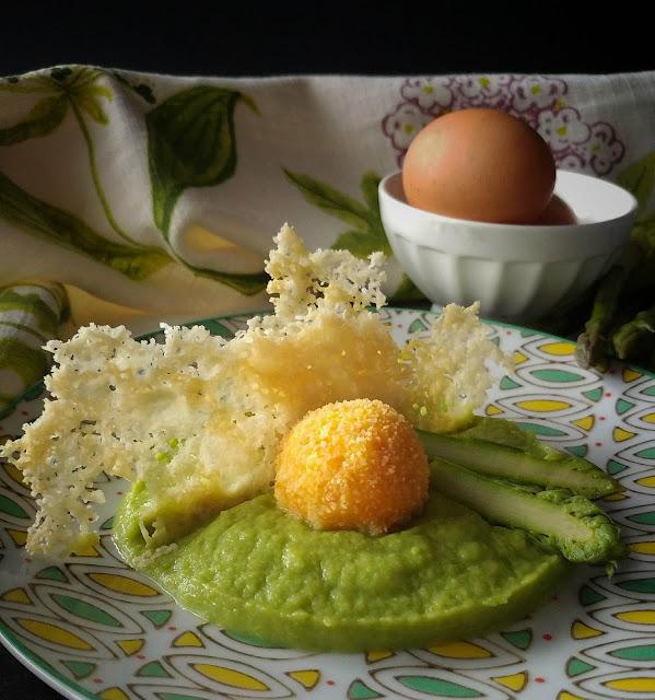 crema di asparagi con tuorlo fritto