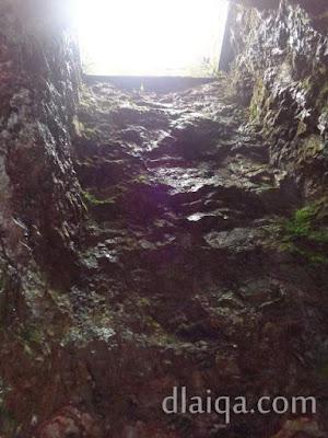 lubang di atas kolam