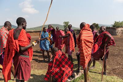 アフリカの部族の成人の儀式のイメージ