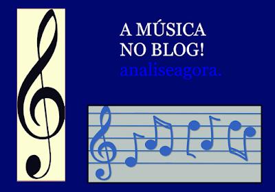A imagem nas cores azul e branco tem também os símbolos musicais entre eles a clave de sol e a frase a música no blog analiseagora.