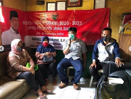 Sopir Angkot  Bandung Mengeluh Selama Covid-19 Pendapatan Turun Drastis