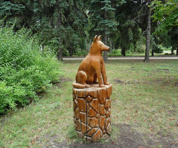 Донецьк. Ботанічний сад. Дерев'яні скульптури