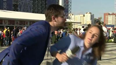 Salut! Reporter Wanita Ini Menolak Dicium Saat Sedang Siaran Langsung Piala Dunia