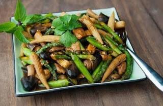 Nấm xào ngôn non va măng tây