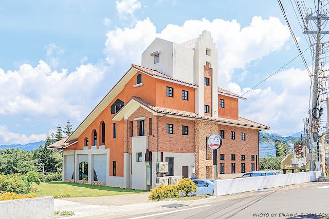 MG 8570 - 台中景觀餐廳推薦,獨棟好拍橘白洋房,落地大窗與大片草地好愜意,同時也是寵物友善餐廳!