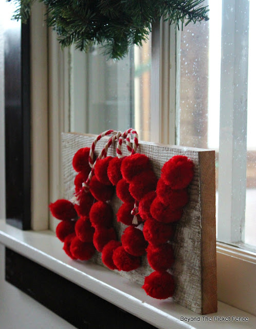 Christmas craft, pompom craft, Target dollar spot, https://goo.gl/OTFQA6