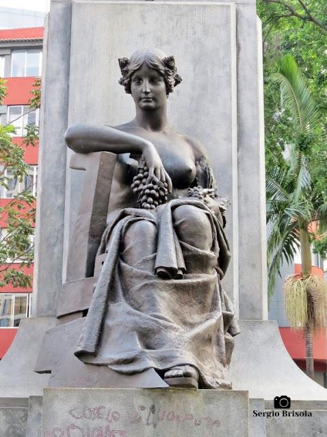 Close-up da Escultura Agricultura - Praça Marechal Deodoro - Santa Cecilia - São Paulo