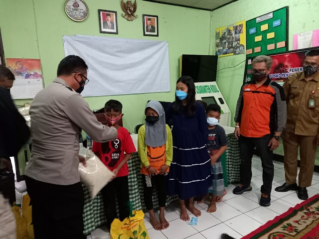 Zamedia Bersama Tim Prabu Polrestabes Bandung Bagikan Sembako Sambut Ramadhan 1442 H
