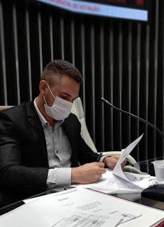 O vereador Ramon Menezes do MDB de Guarabira solicita  instalação de uma ESCOLA MUNICIPAL de Línguas Estrangeiras.