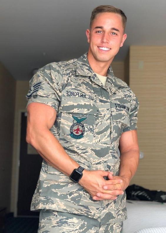 attractive-army-bro-smiling-big-biceps