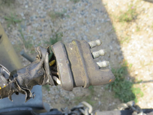 worn out four-pin trailer wire plug
