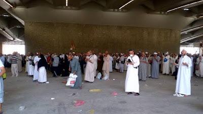Apakah Boleh Ramyu al-jamarat dengan Melalui perantara?