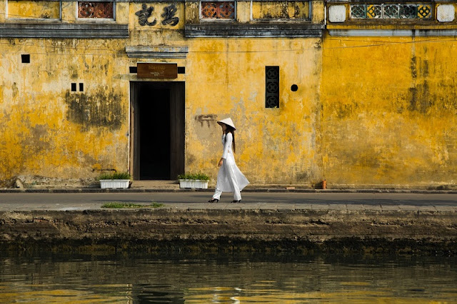 Photographs of Hoi An by photographer Réhahn in top Travel Magazine in UK 11