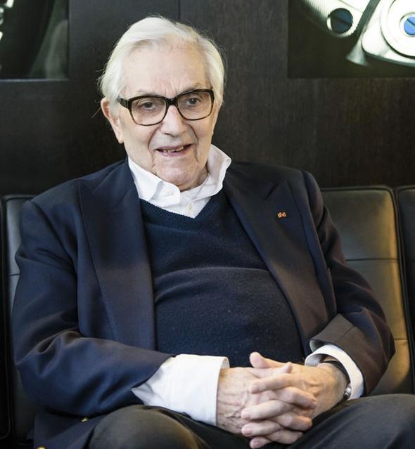 Sir Ken Adam que trabalhou em sete filmes de James Bond, morre aos 95 anos