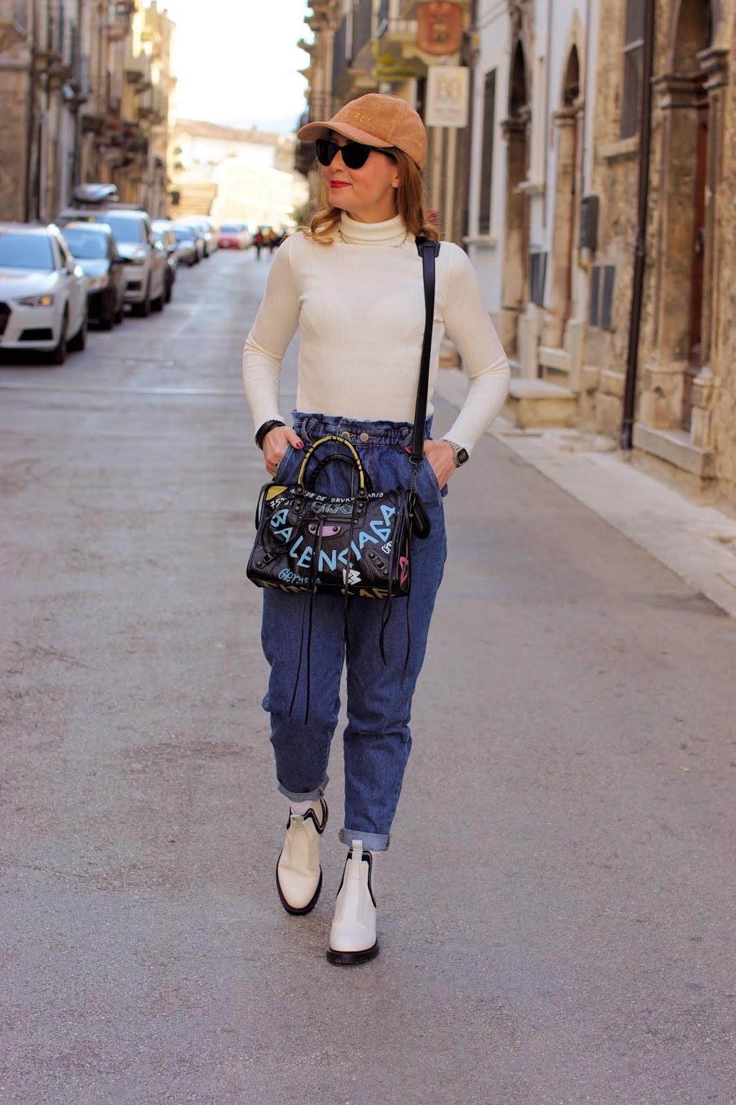 Street style Hot Trends: Slouchy jeans and white Chelsea boots on Fashion and Cookies fashion blog, fashion blogger style
