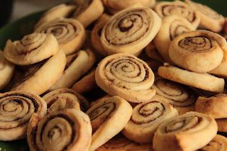конфетка розыгрыш, настроение своими руками, тапочки в подарок, бусы подарок, вкуснотища, пицца домашняя, быстрые печеньки