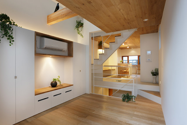 Space and Light Platinum House is a residence in Tokyo, Japan