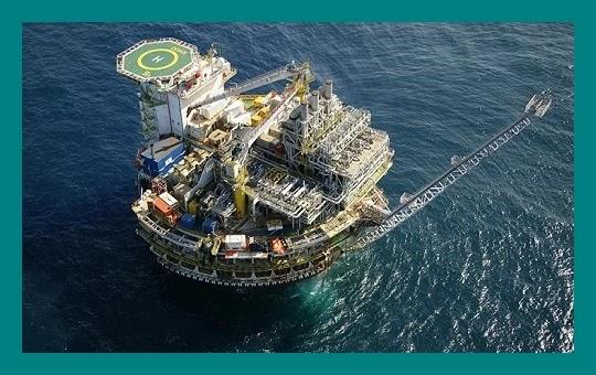 O Senado aprovou a Proposta de Emenda à Constituição (PEC) que prevê a divisão dos recursos oriundos de leilões de petróleo com estados e municípios, além da União