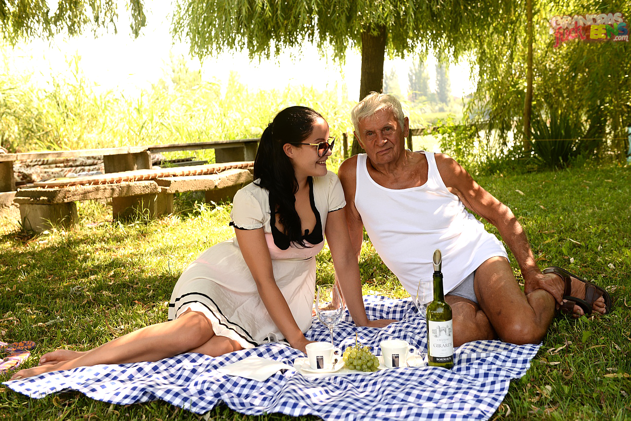 Of Picnics And Old Cocks,21 SEXTREME, 4K, ANAL,THREESOME, UNCENSORED, WESTEN, WESTEN PORN,Dolly Diore