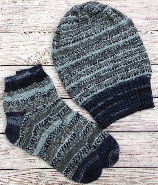 Matching socks and slouchy hat knitted with DROPS Fabel Winter and Deep Ocean