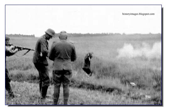 killing Russian peasants field Einsatzgruppen Nazi exterminators