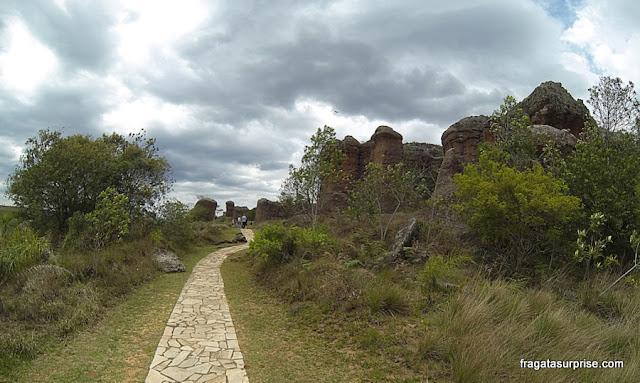 Trilha no Parque Estadual de Vila Velha, Paraná