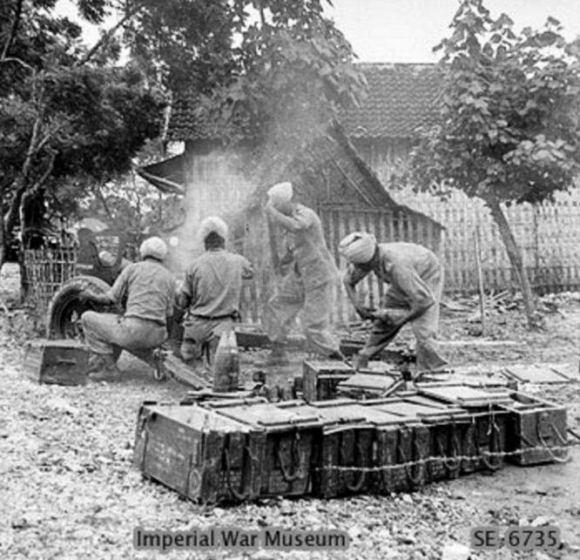 Pasukan Gurkha India saat perang Surabaya
