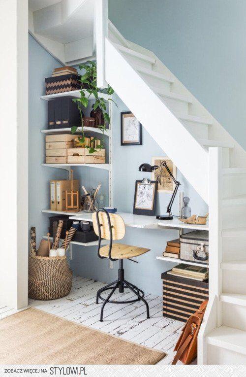 Despacho debajo de la escalera
