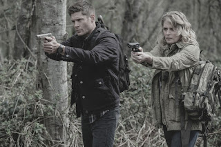 "Jensen Ackles as Dean Winchester and Samantha Smith as Mary Winchester in Supernatural 13x22 ""Exodus"""