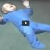 (VIDEO) Subhannallah.. Lihat Bagaimana Bayi ini Berenang Sebaik saja Masuk Ke Kolam..