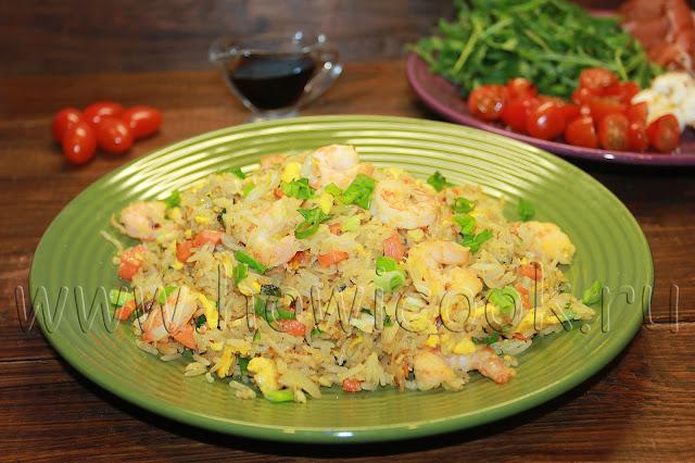 рецепт жареного риса с креветками