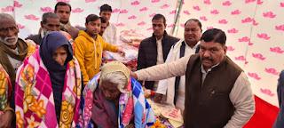 डिंपल यादव के जन्मदिन पर किया गया कंबल वितरण कार्यक्रम का आयोजन