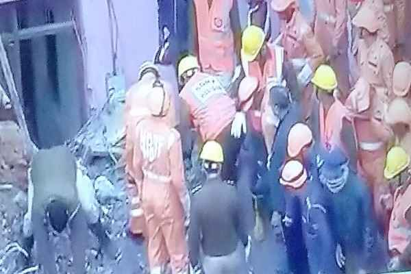 gurugram-sector-65-ullawas-village-building-collapse-ndrf-at-the-spot
