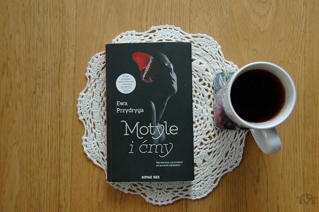 kryminalna powieść dla kobiet motyle i ćmy branża odzieżowa w powieści ewa przydryga novae res