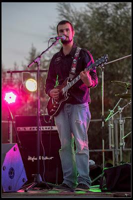 Fabien avec sa guitare Reverend Sensei RA