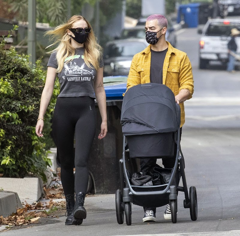 Sophie Turner and Joe Jonas Clicked Outside in Los Angeles 8 Oct -2020