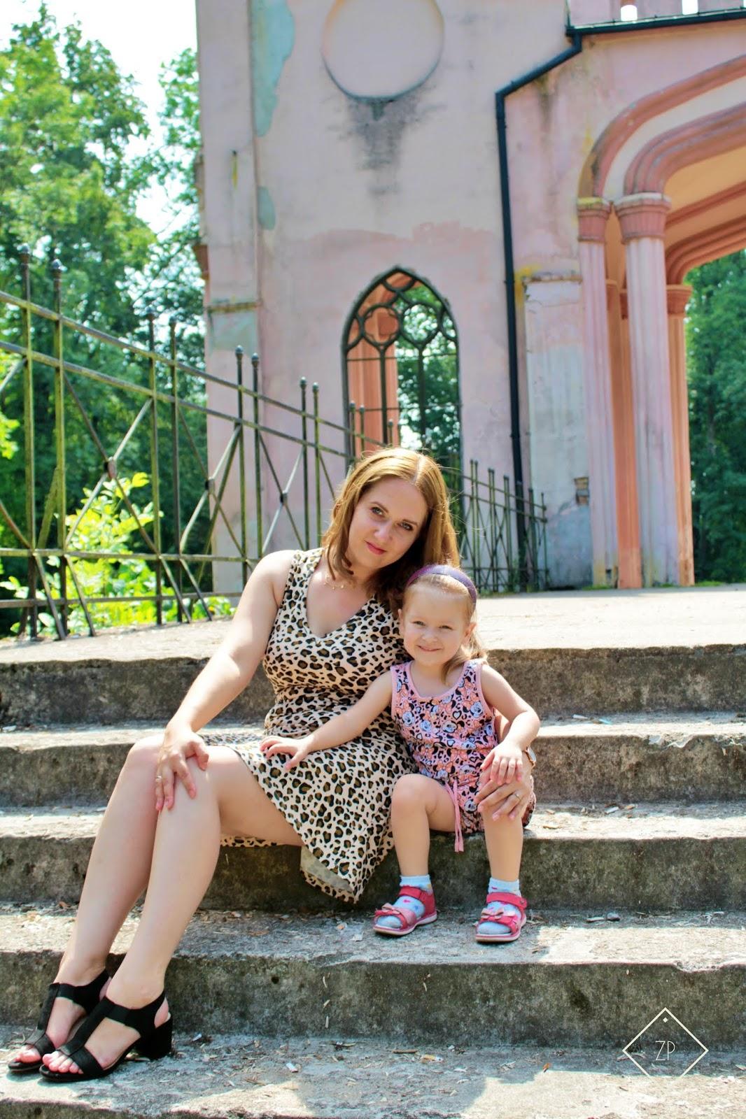 wsuwane sandałki na słupku czasnabuty.pl, ruiny pałacu paca w dowspudzie