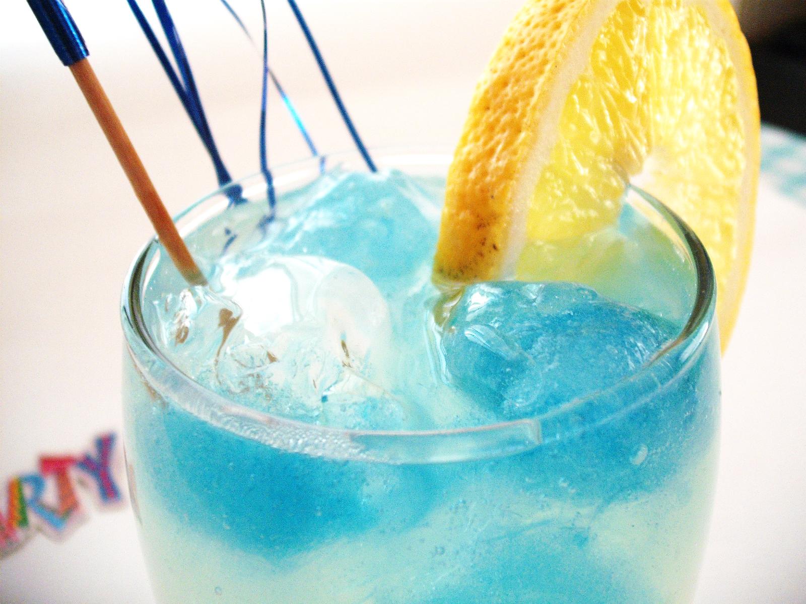 Λεμονάδα με μπλε πάγο