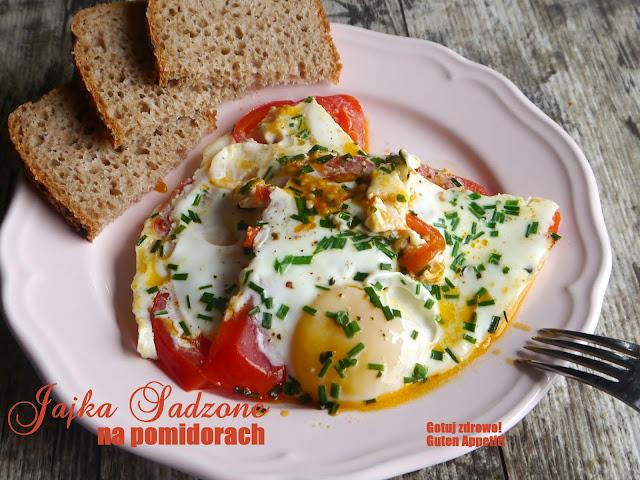 Jajka sadzone na pomidorach - Czytaj więcej »
