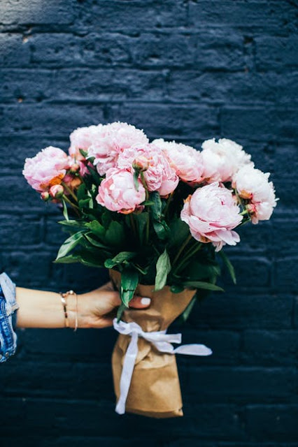 When is the perfect time to present flower to your beloved? | City of Creative Dreams