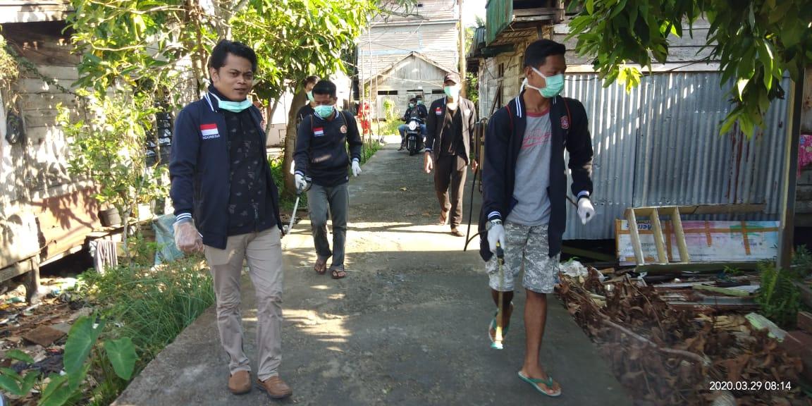Antisipasi Covid-19, KTPS Tanjung Solok Bersihkan Lingkungan Sekitar
