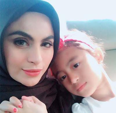 Asha Shara dan Anaknya