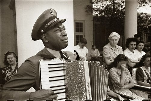 64 Historical Pictures you most likely haven't seen before. # 8 is a bit disturbing! - An accordion player cries at FDR's funeral