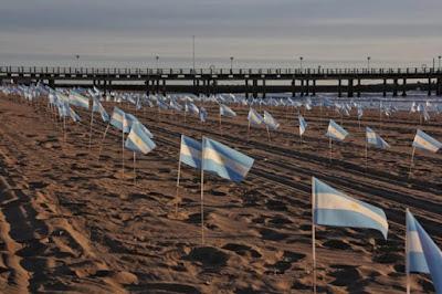 Impactante homenaje en Mar del Plata a los 504 muertos de Covid 004
