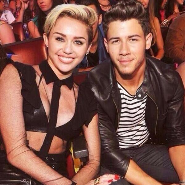 Nick Jonas reveló qué siente por su ex novia Miley Cyrus.