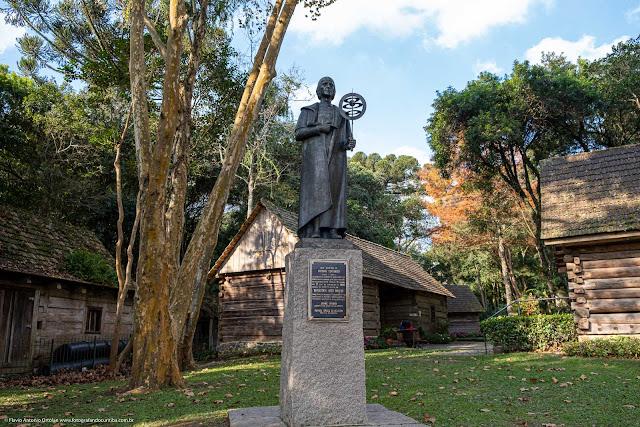 Estátua de Nicolau Copérnico no Bosque João Paulo II.