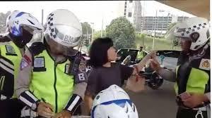 Video Viral Wanita Bilang Puasa Kentut Saat Ditilang, Polisi: Biarin Aja