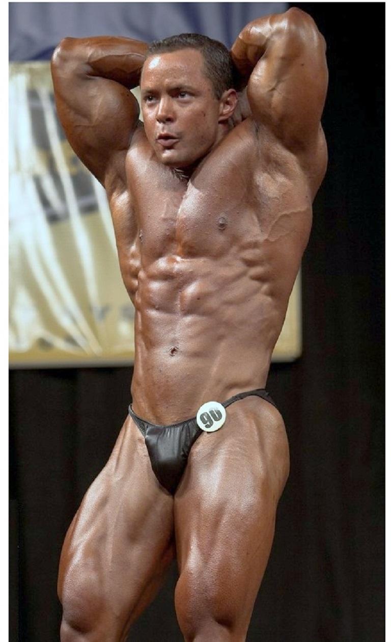 Bodybuilder penis line — pic 14
